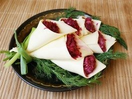 "Салат с сыром и свеклой ""Каллы"""