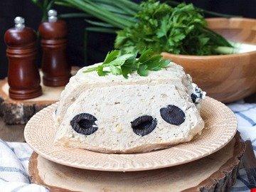 Куриное суфле с оливками на пару в мультиварке