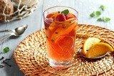 Согревающий чай с малиной и апельсинами