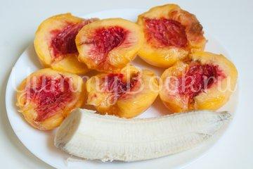 Бананово-персиковый смузи - шаг 1