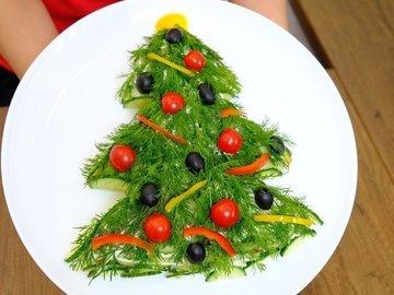 "Новогодний салат ""Елочка"""