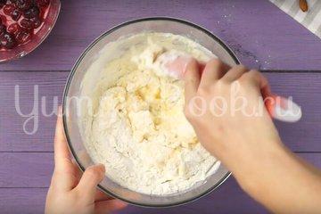Пирог с замороженной вишней - шаг 3
