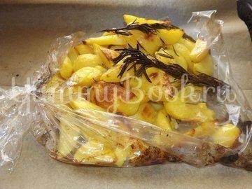 Картофель с розмарином и чесноком запеченный в рукаве - шаг 6