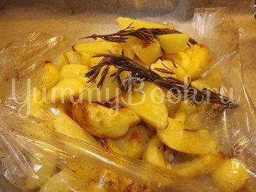 Картофель с розмарином и чесноком запеченный в рукаве - шаг 5