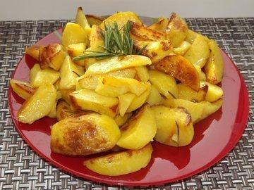 Картофель с розмарином и чесноком запеченный в рукаве