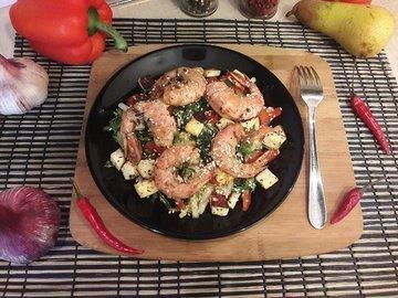 Салат с лангустинами и адыгейским сыром