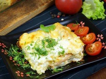 Слоеная Картофельная запеканка с ветчиной и сыром