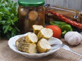 Консервированные огурцы с кетчупом Чили